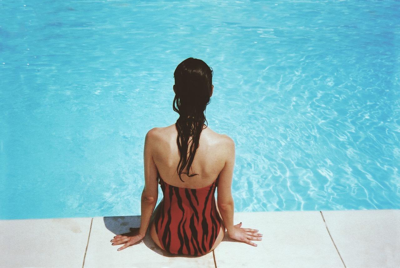 Jak cieszyć się basenem w domu przez cały rok