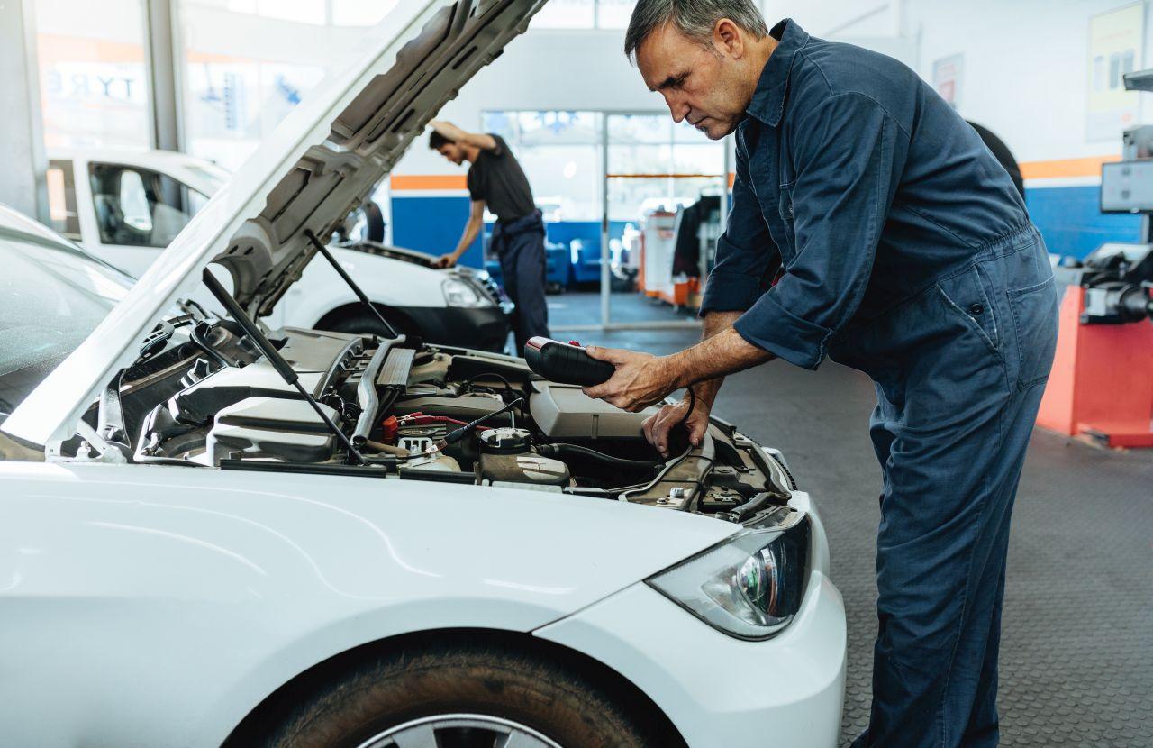 Jakie naprawy auta można wykonać samodzielnie