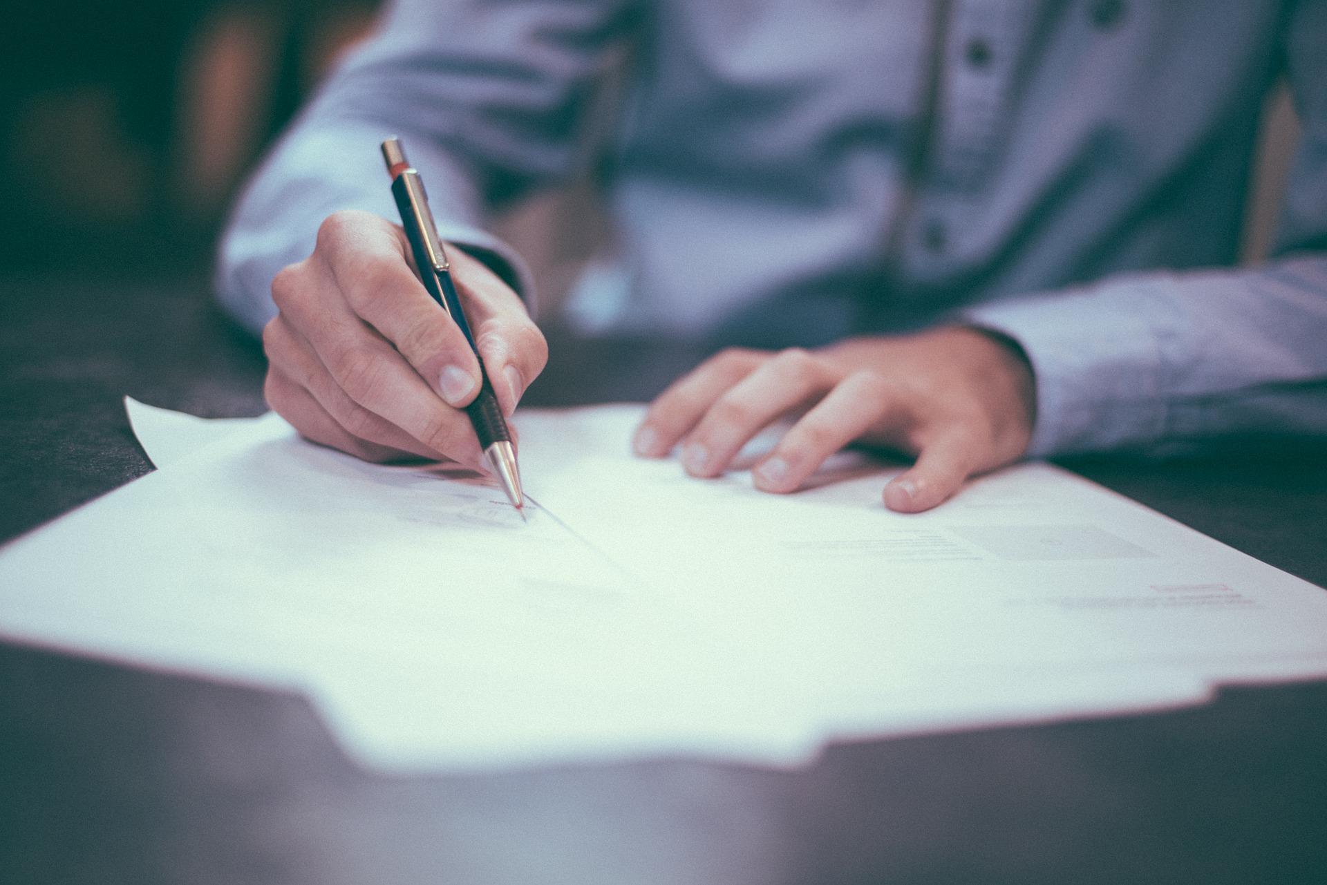 Jakie formalności są konieczne przy sprzedaży mieszkania?