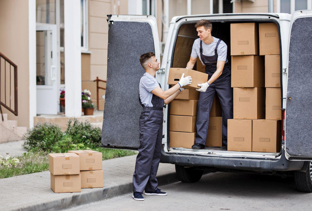 Co sprawdzić przed wysyłką paczki za granicę?