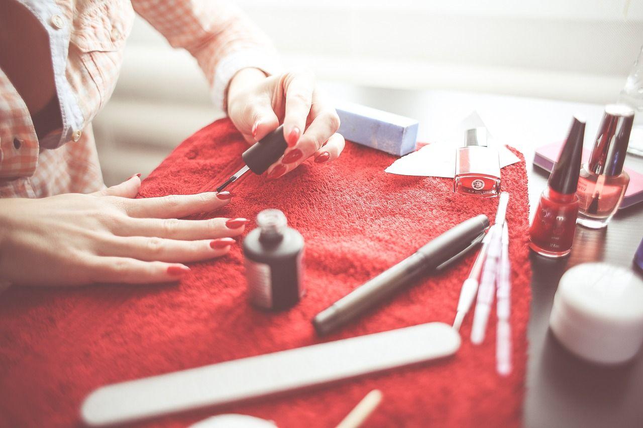 Akcesoria do wykonania manicure w domu