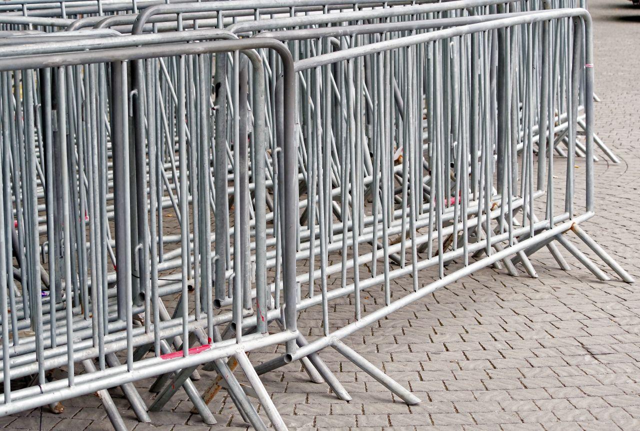 Gdzie i kiedy przydadzą się metalowe barierki?