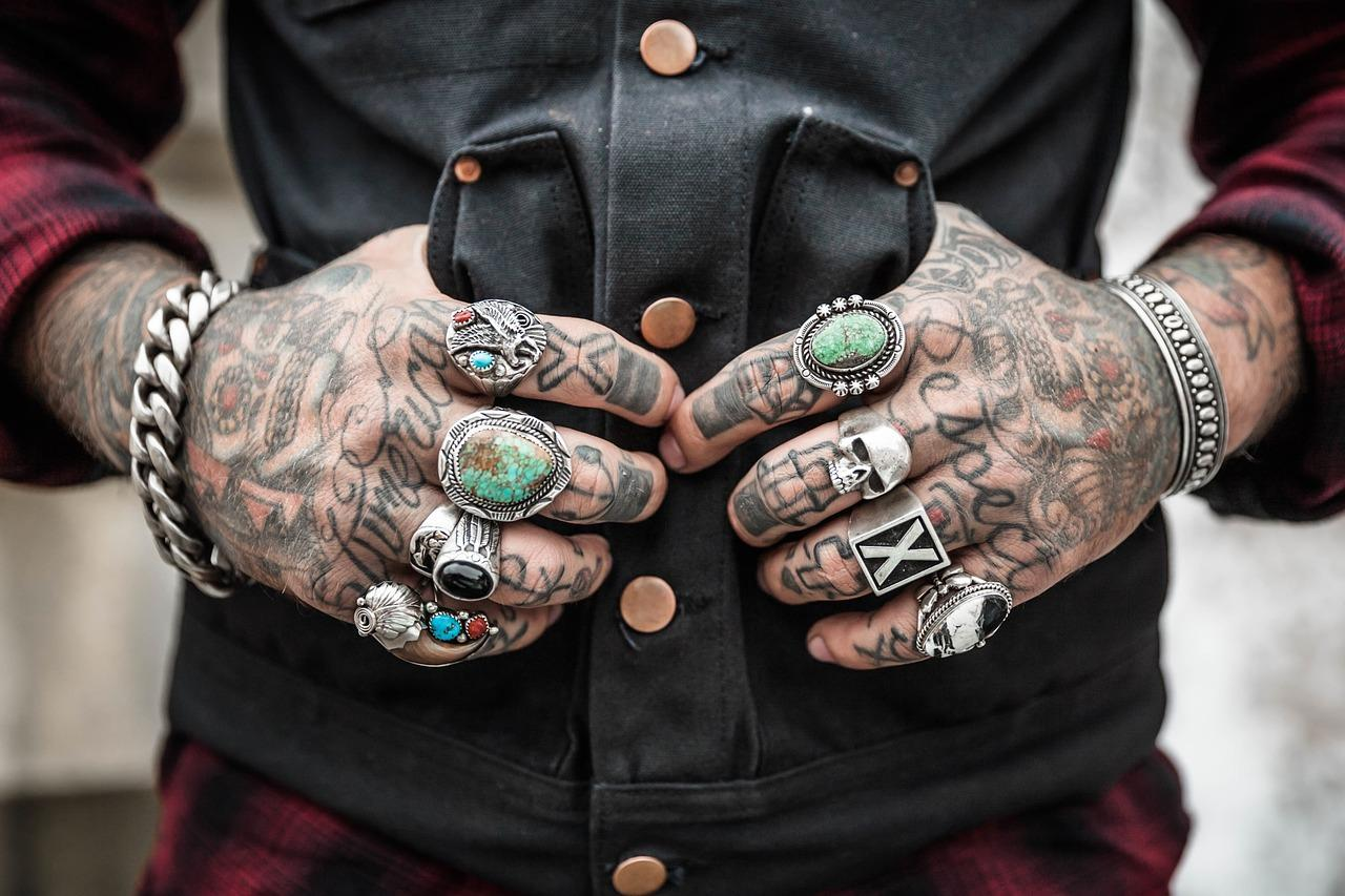 Jak usunąć niechciany tatuaż?