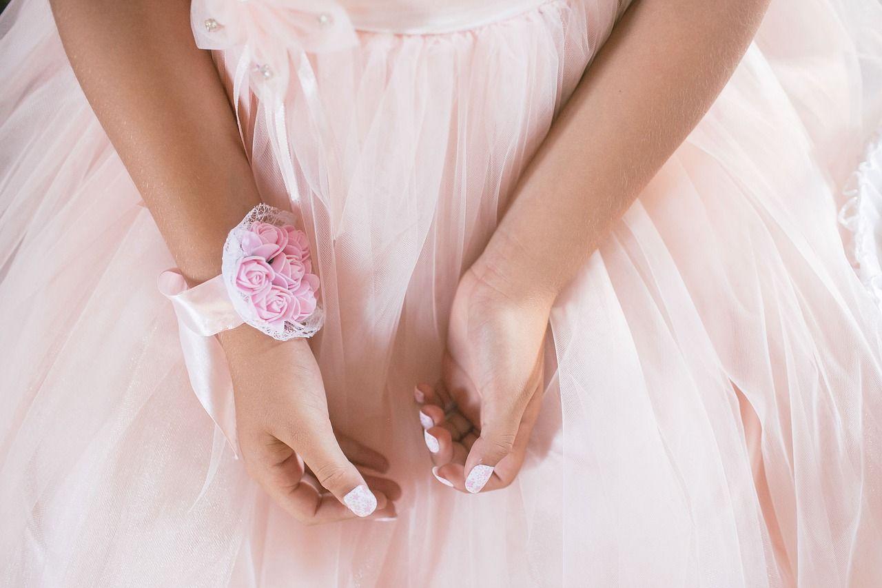 Kiedy zakładać sukienki w pastelowych kolorach?
