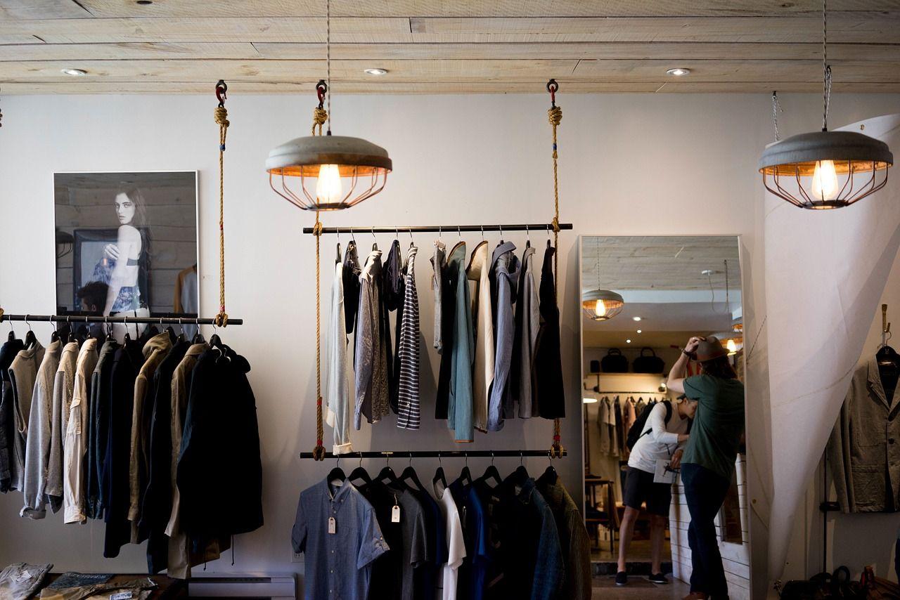 Markowe ubrania – czy można je kupić taniej?