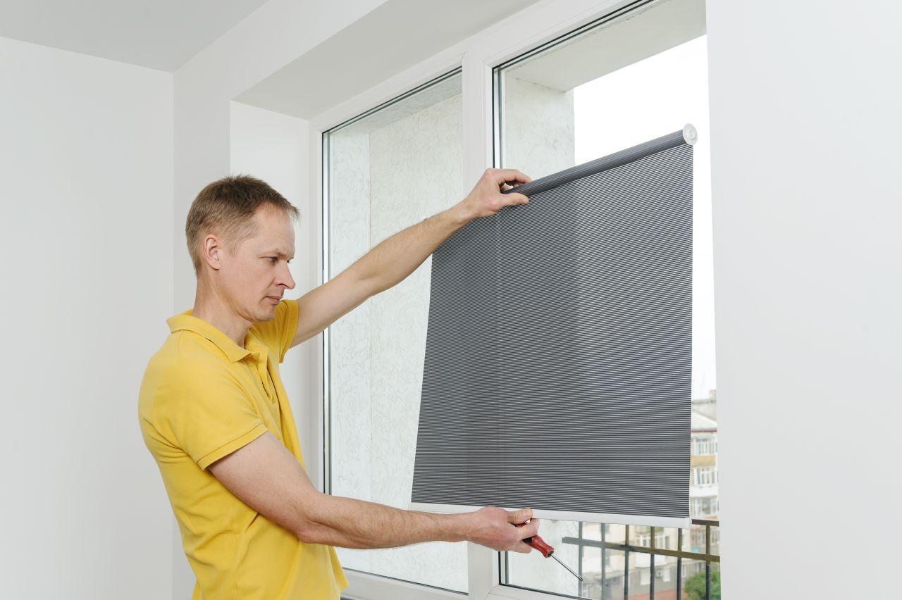 Jak dopasować roletę do okna?