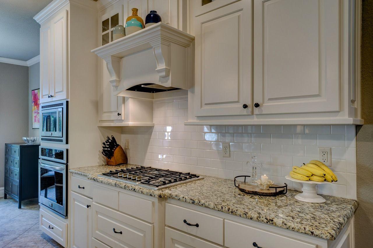 Dlaczego warto zamontować okap w kuchni?