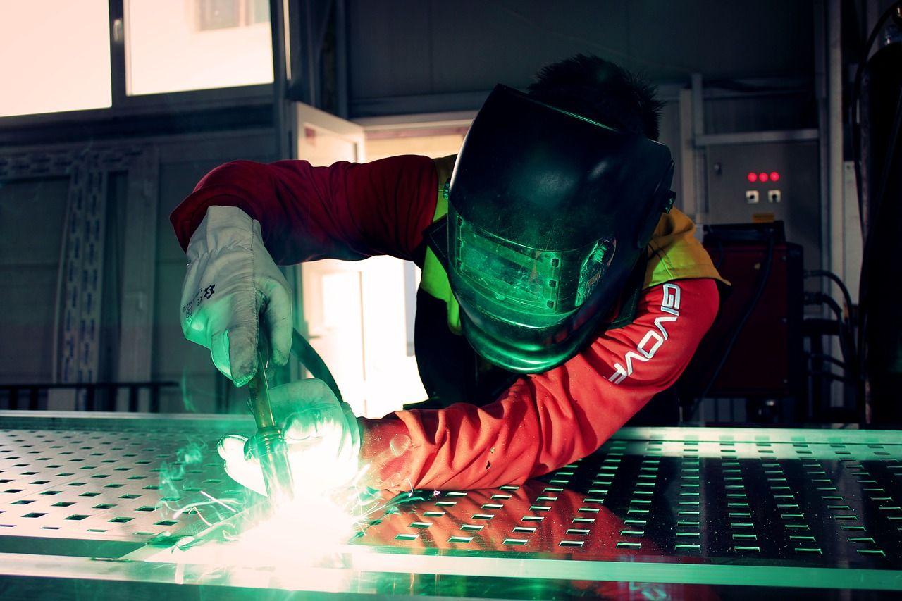 Jakimi sposobami można zwiększyć odporność metali na korozję?