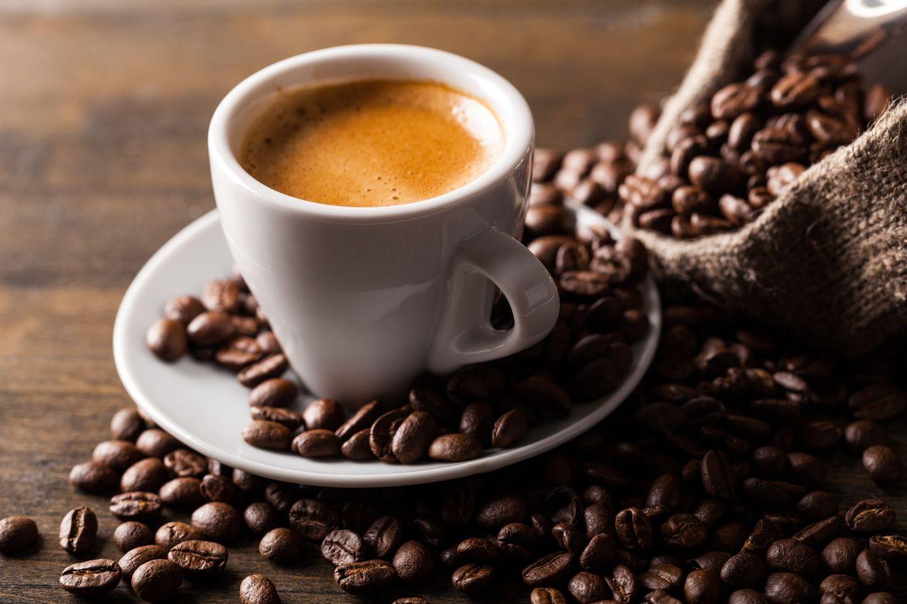Czy używanie filtrów do wody daje lepszy smak kawy?