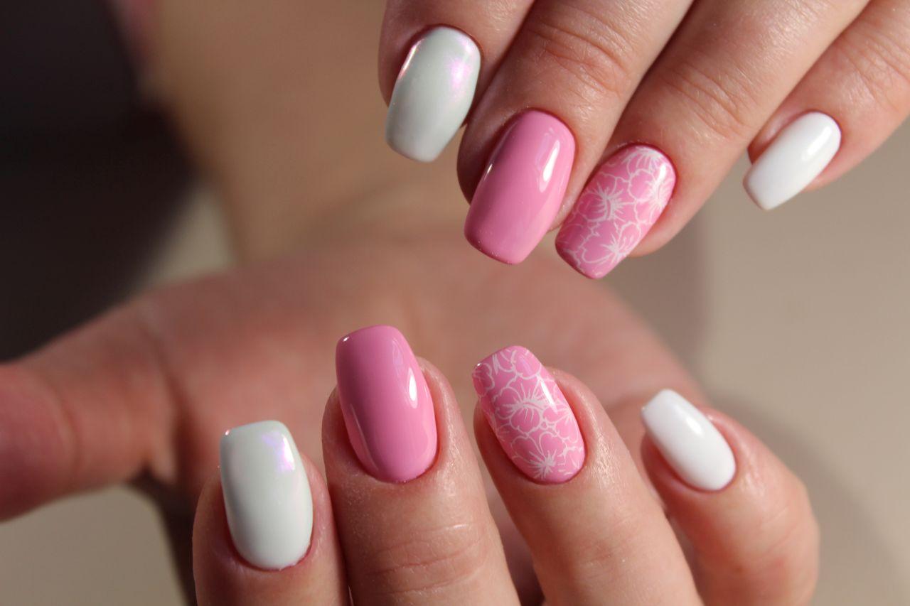 Czym różni się manicure żelowy od hybrydowego