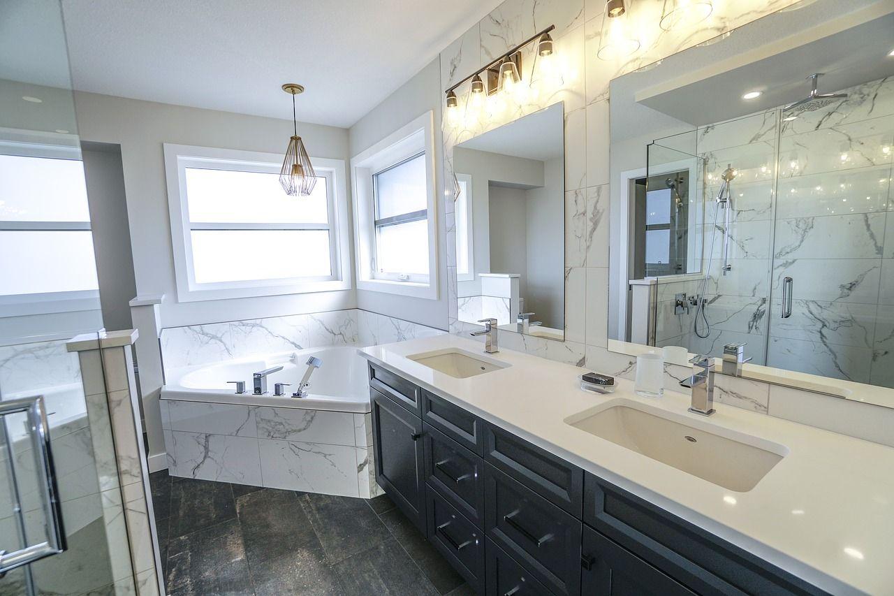 Tworzenie łazienki od podstaw. Na które elementy szczególnie należy zwrócić uwagę?