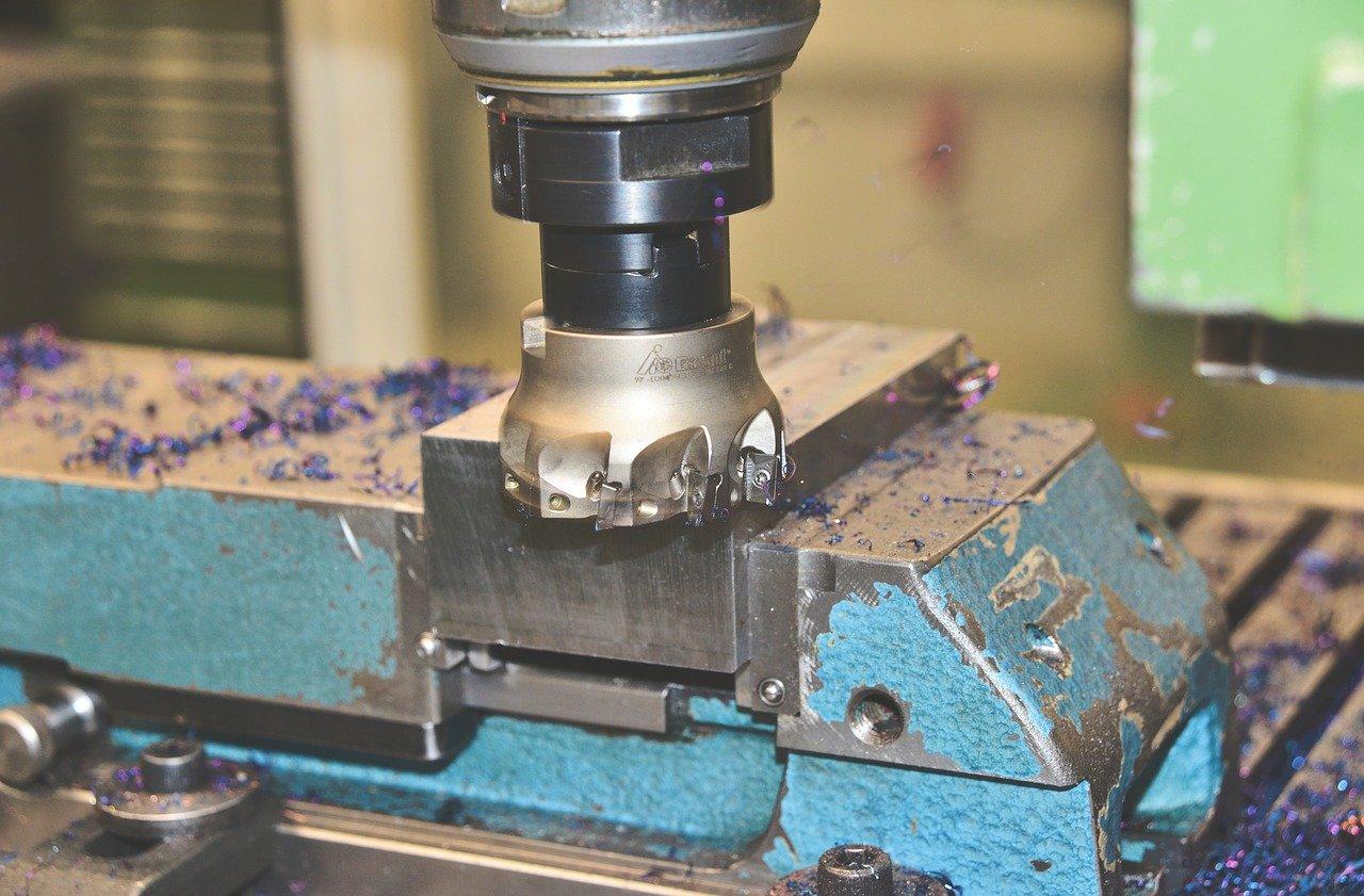 Jak przygotować powierzchnię metalu do obróbki?