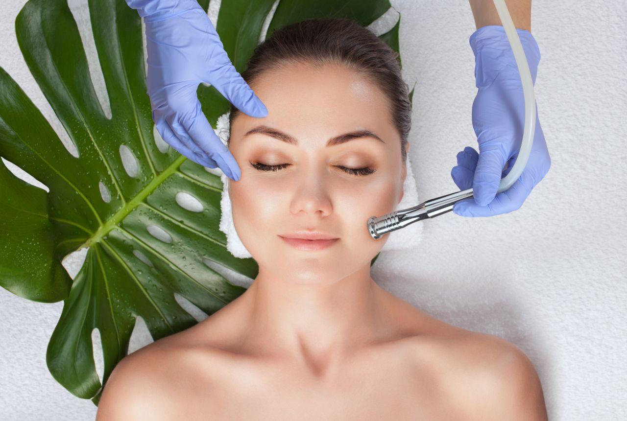 Zabiegi opóźniające procesy starzenia skóry twarzy