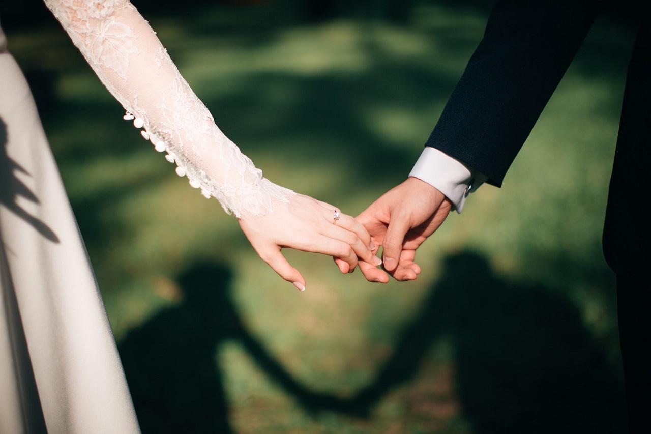 Ślub i wesele – jak uchwycić ich niezwykłe momenty?
