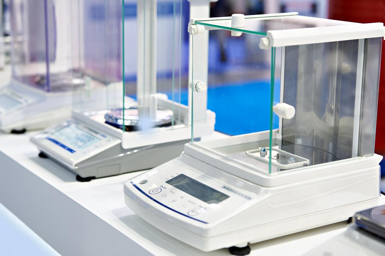 W jakich branżach niezbędne jest stosowanie wag elektrycznych?