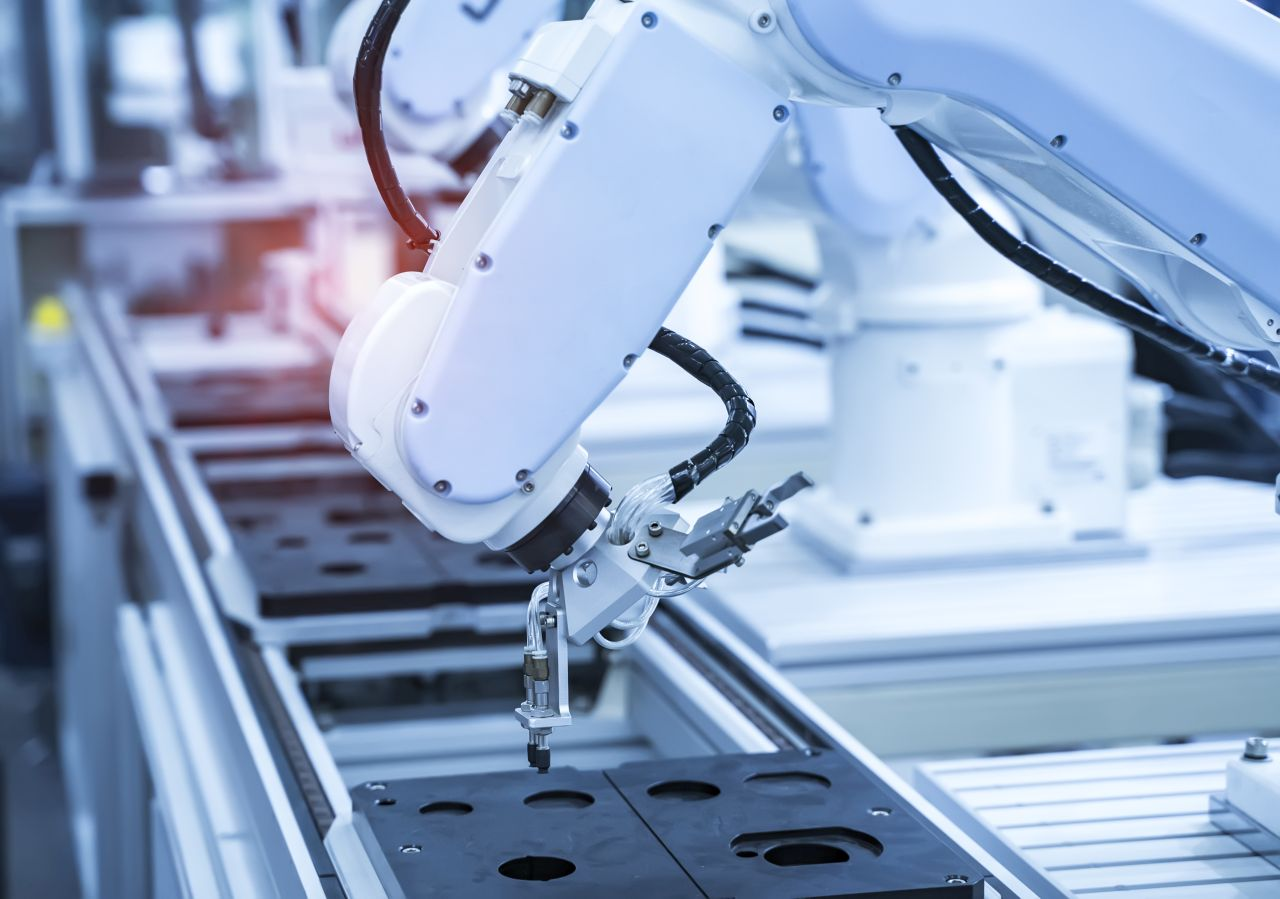 Jak zadbać o sprawne działanie linii produkcyjnej w zakładzie?