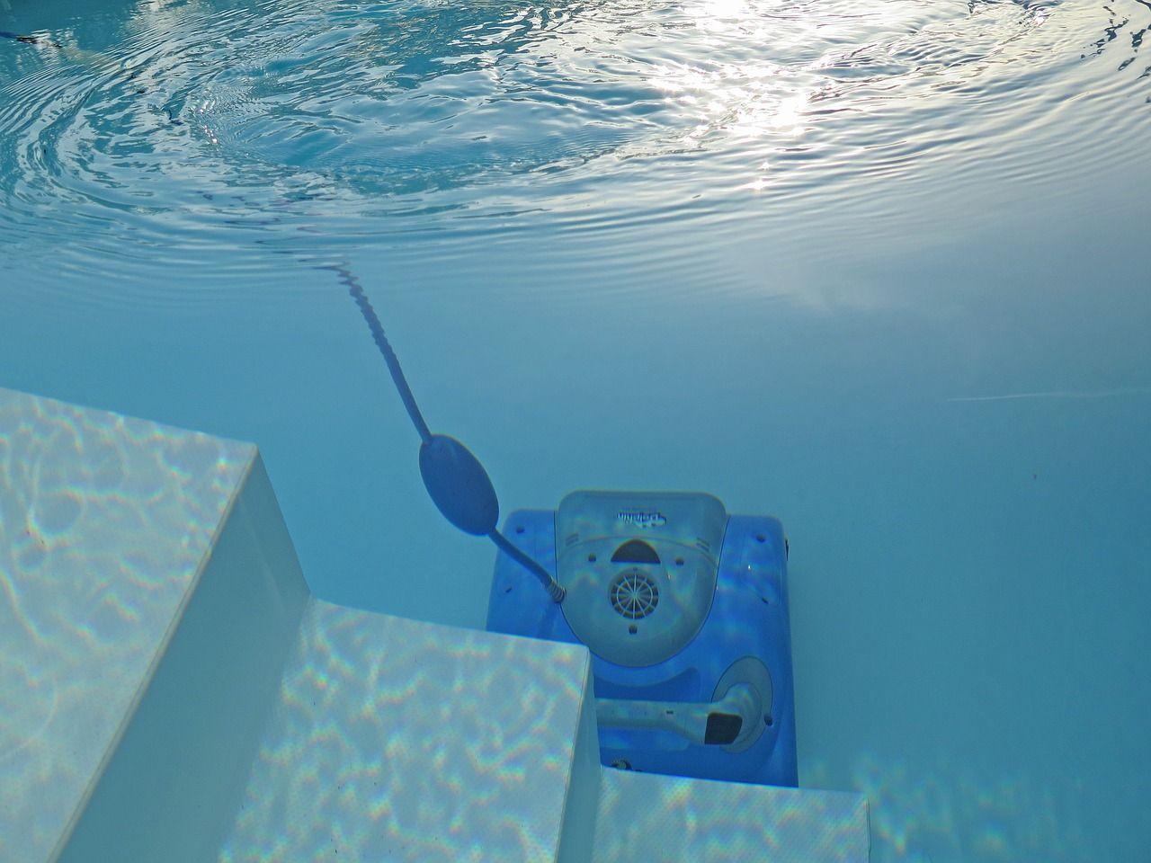 Akcesoria do basenów, które pomogą utrzymać wodę w czystości przez długi czas