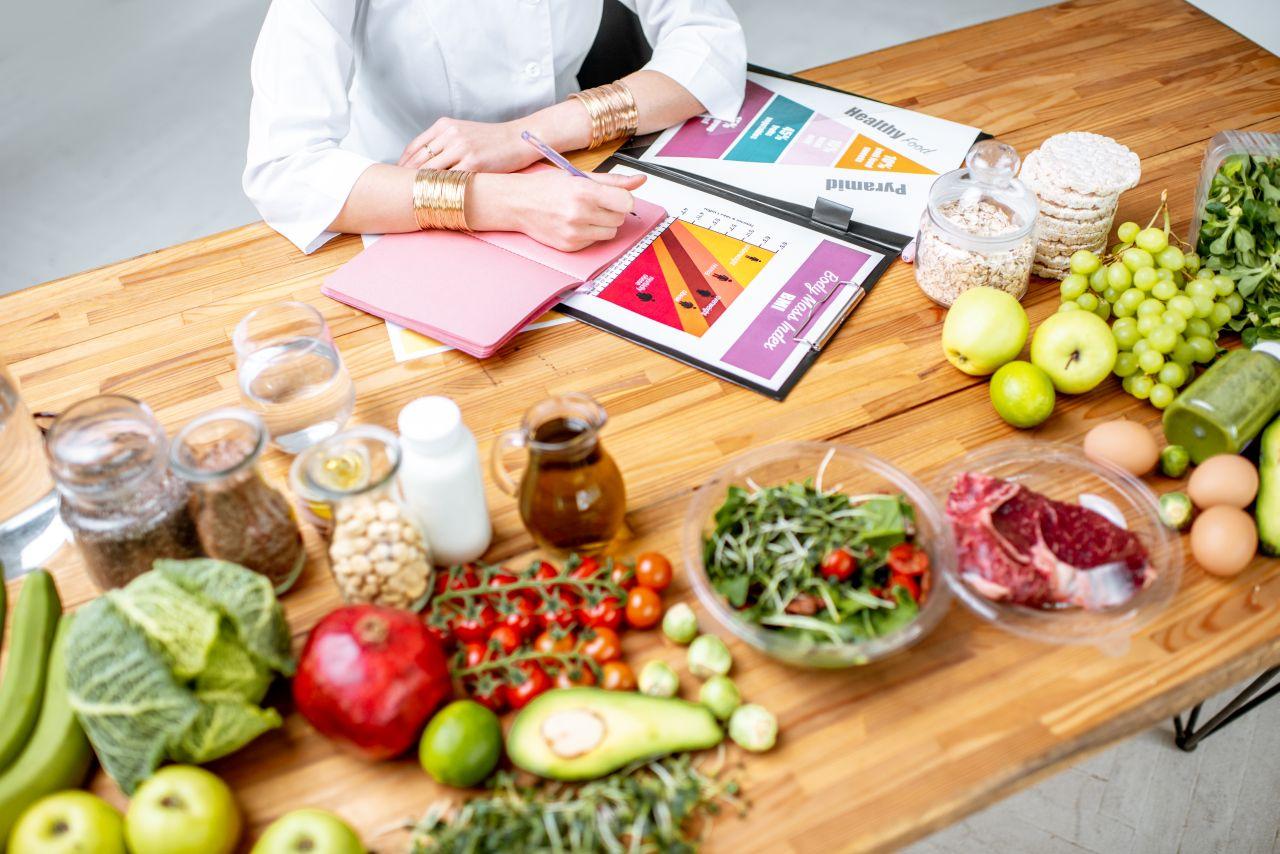 Z jakimi problemami warto się udać do dietetyka?
