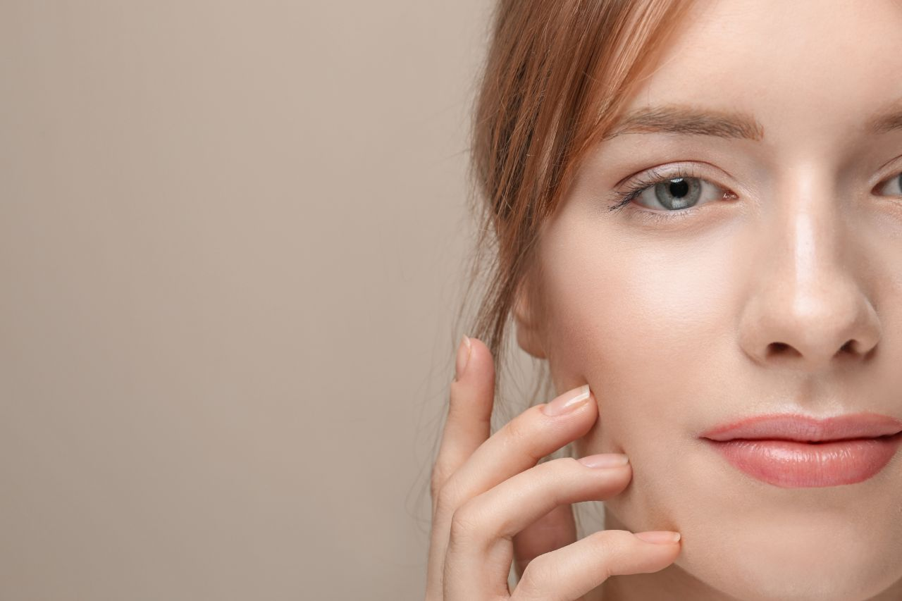 Jak delikatnie wygładzić skórę twarzy?