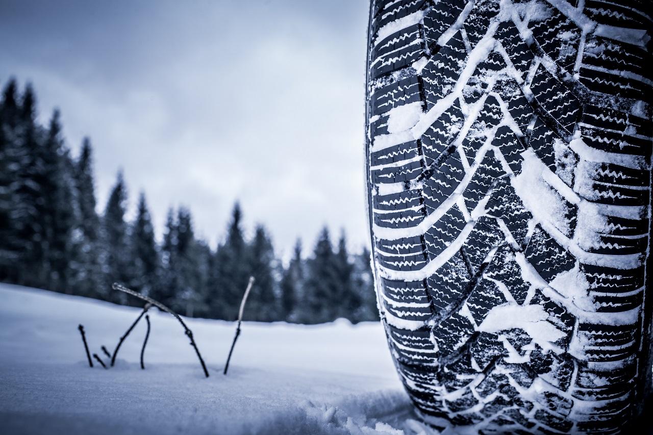 Jakie cechy powinny spełniać opony przeznaczone na zimę?