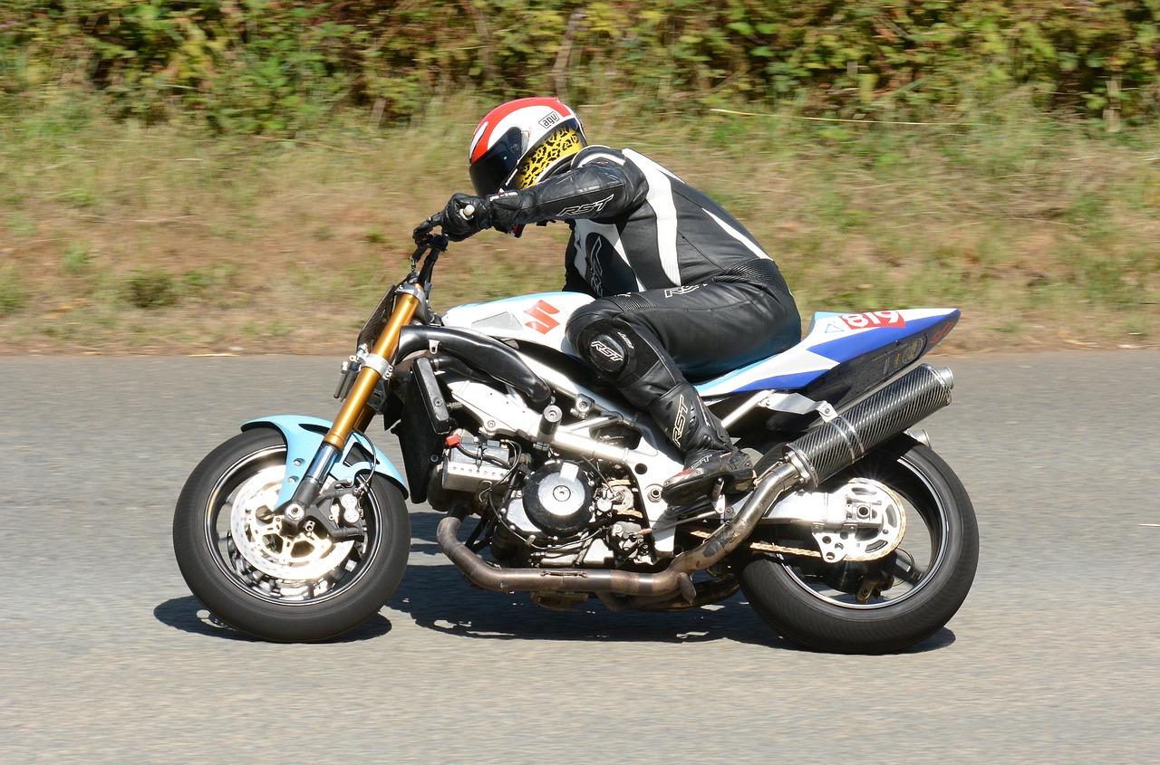 Jaki strój przyda się motocykliście?