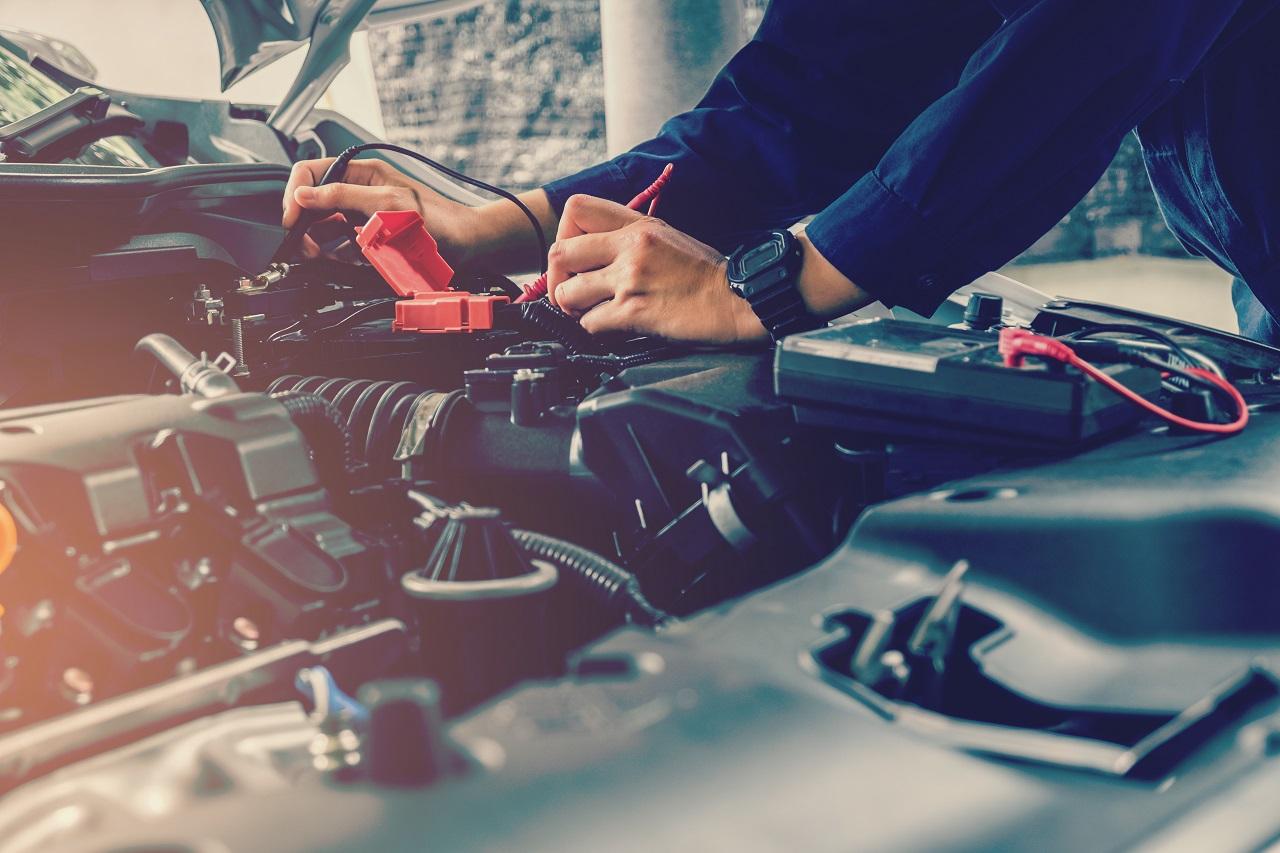 Jakie formy napraw oferowane są przez profesjonalne serwisy samochodowe?