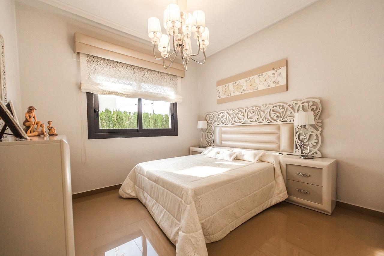 Jakie cechy powinien posiadać żyrandol do sypialni?
