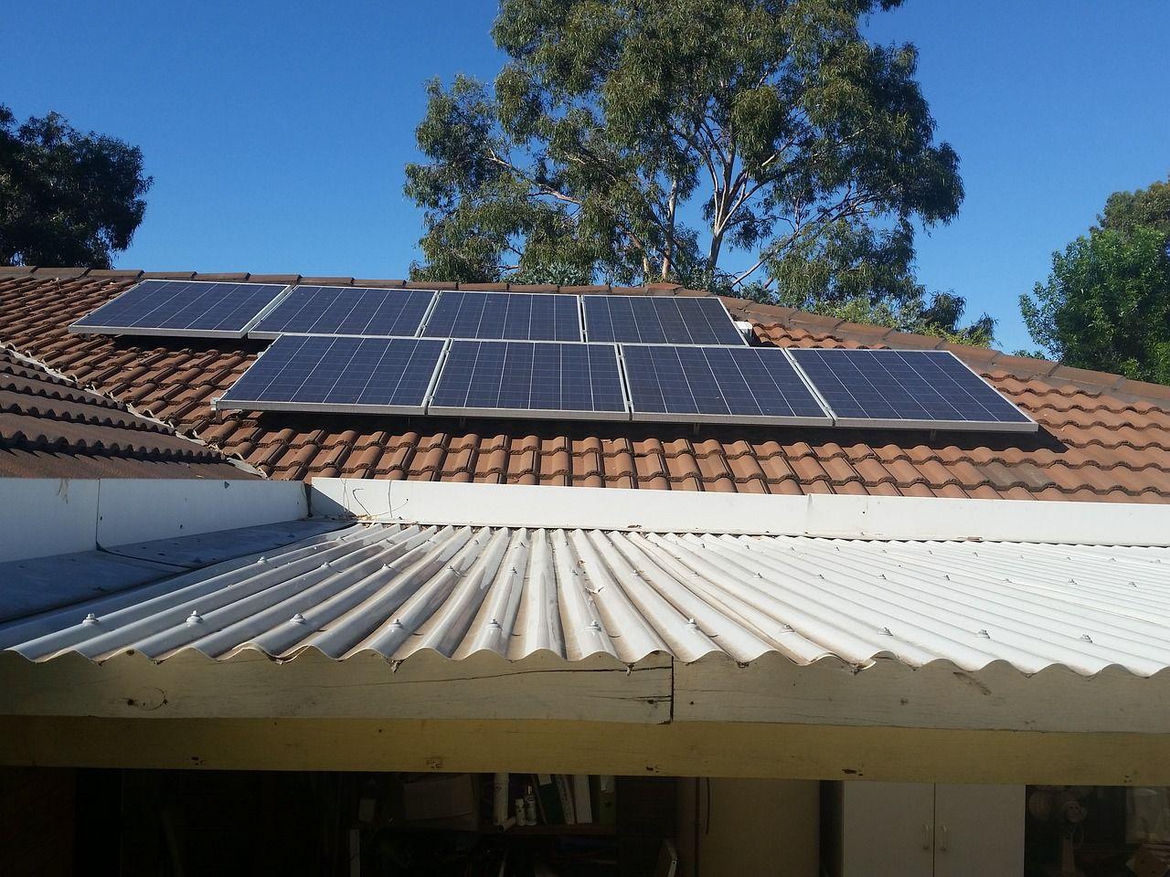 Jakie koszty są związane z instalacją paneli fotowoltaicznych?