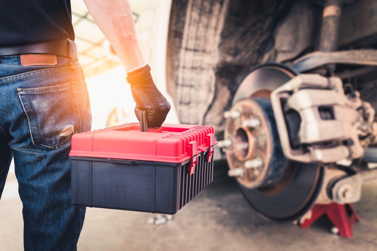 Jak wygląda przegląd samochodu ciężarowego – kiedy warto się na niego zdecydować?