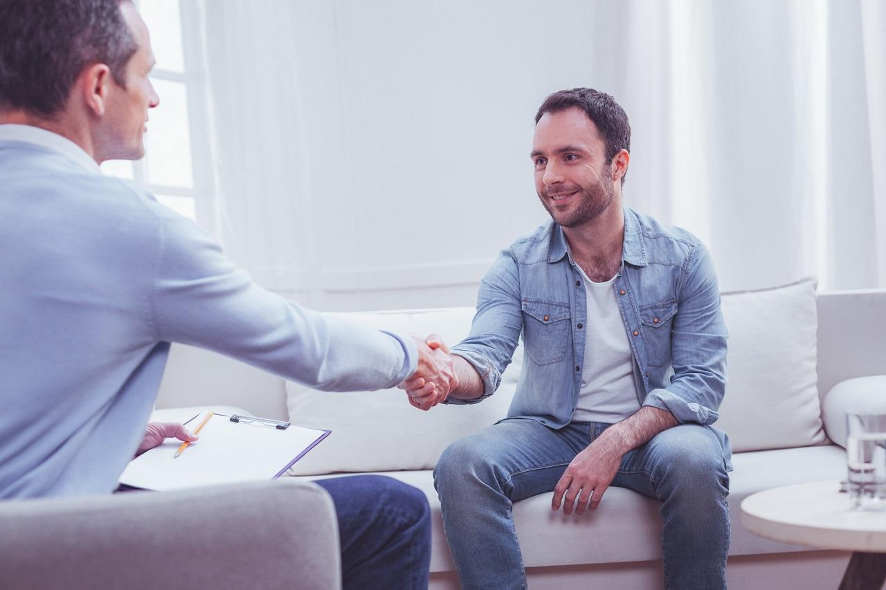 Z jakich etapów składa się terapia psychiatryczna?