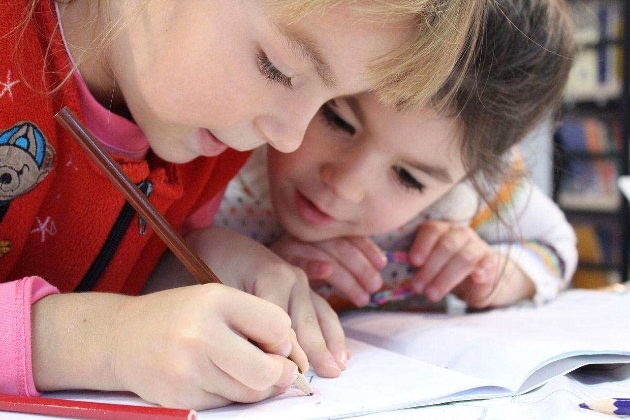 Małe dziecko – w jakim wieku warto wdrożyć naukę drugiego języka?