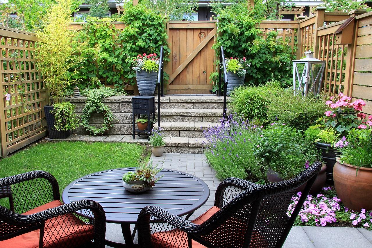 Za pomocą jakich akcesoriów można utrzymać porządek w swoim ogrodzie?