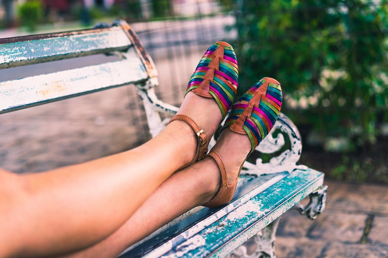 Czy letnie obuwie może wyglądać szykownie i stylowo?