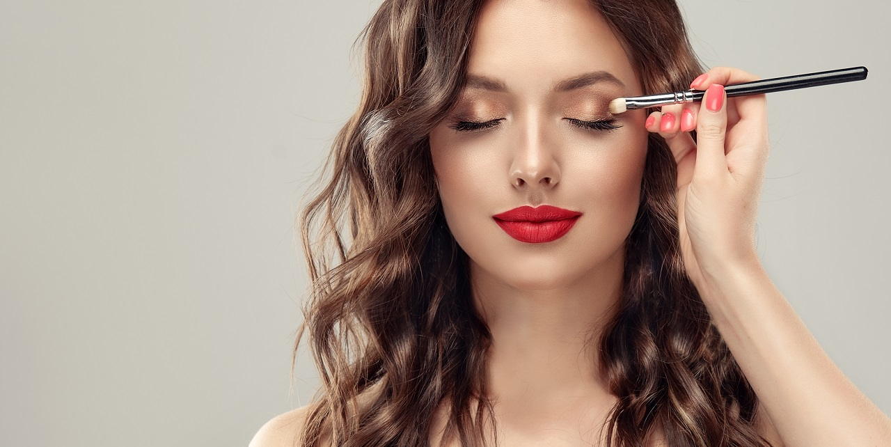 Makijaż oczu – jakie kosmetyki będą do niego potrzebne