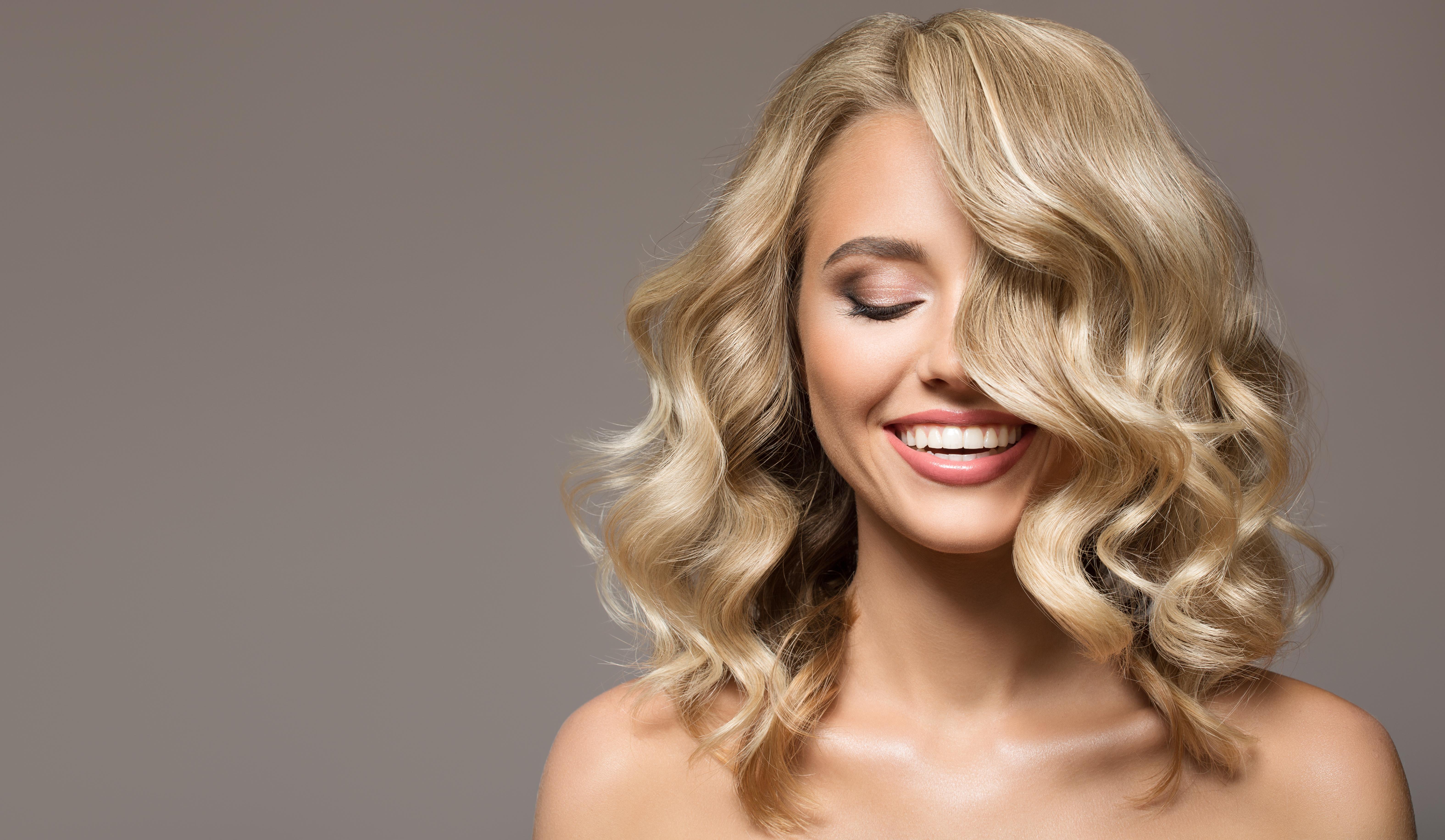 Profesjonalne kosmetyki do włosów – skąd je najlepiej nabyć i jak je używać