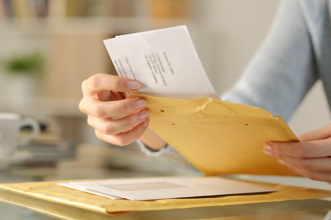 Bezpieczna wysyłka dokumentów – jak je zapakować?
