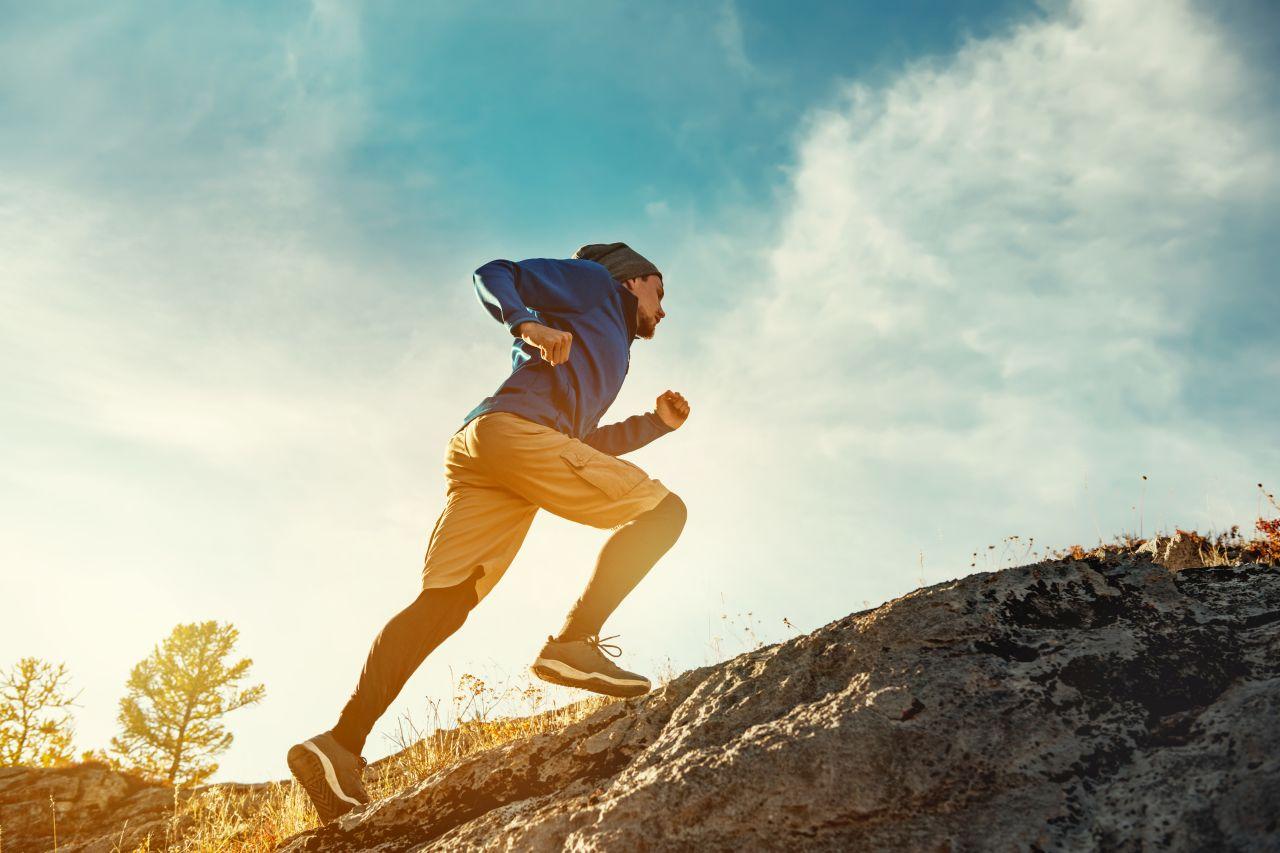 Bieganie po górach – jaki sprzęt i akcesoria nabyć do takiej formy aktywności