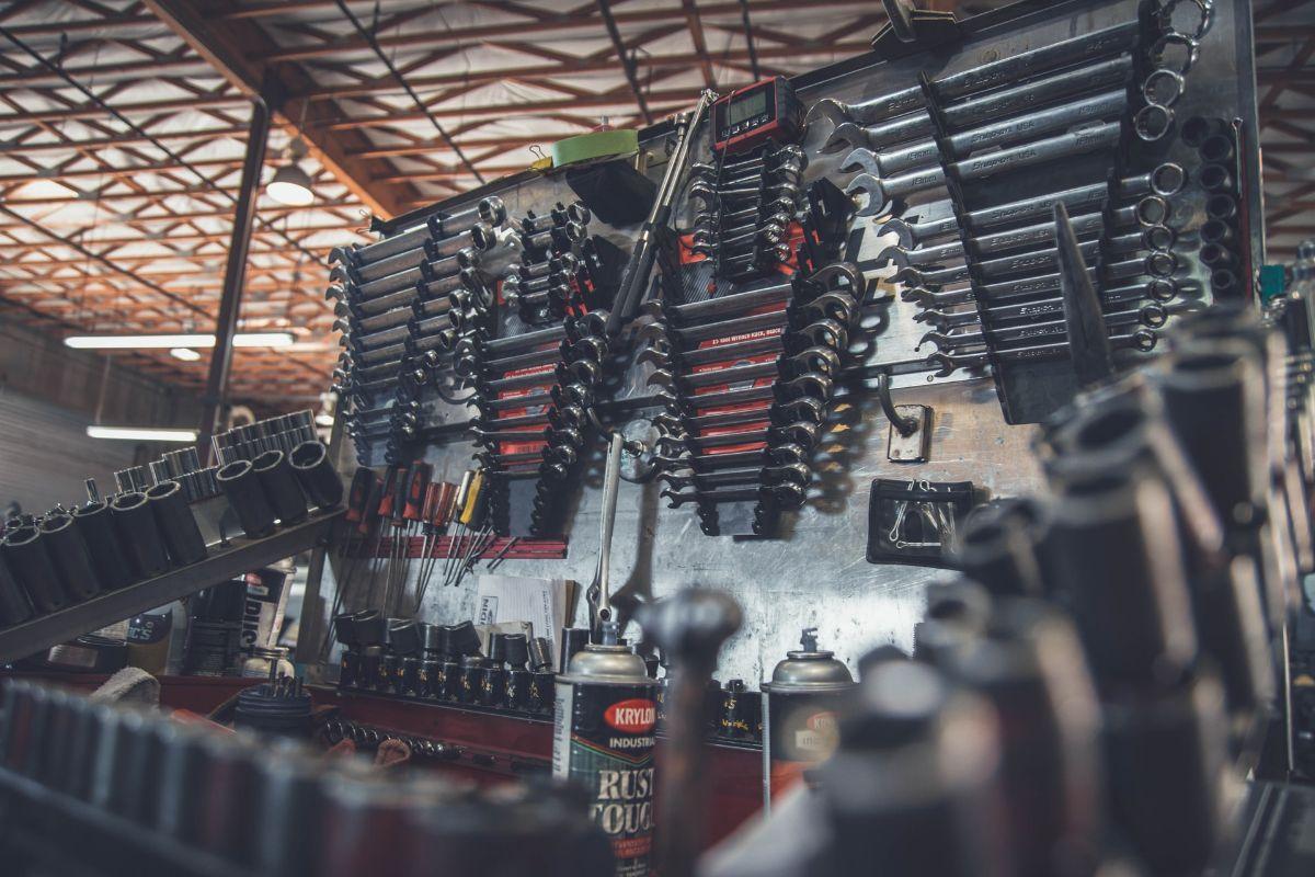 Renowacja instalacji elektrycznej w motocyklu – kiedy ją przeprowadzić?
