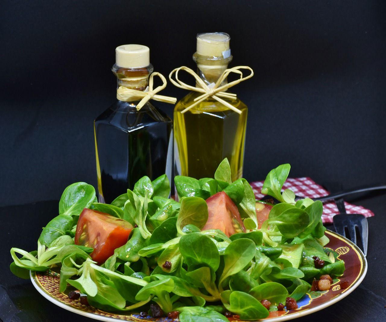 Jak poprawnie używać oliwy z oliwek do sałatek?