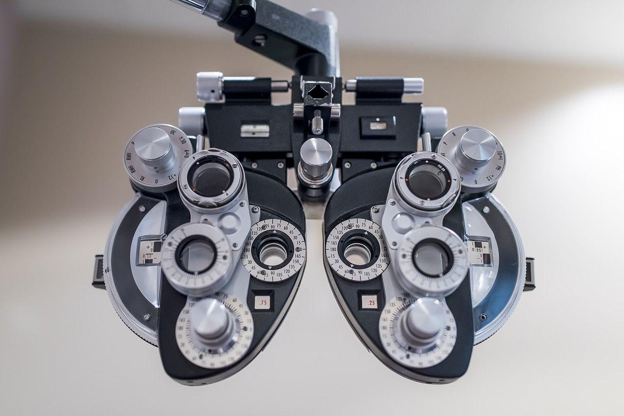 Optometryczne badanie wzroku – dlaczego należy je wykonać przed zakupem okularów?