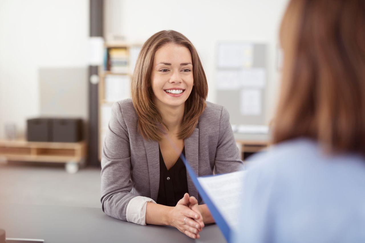 O jakie kwestie musi zadbać firma, przyjmująca nową osobę do pracy?